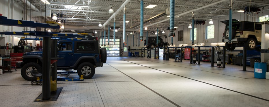 Fair oaks chrysler jeep dodge dealership renovations for Fair oaks motors jeep